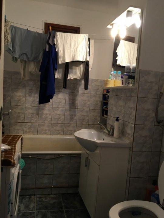 Apartament cu 3 camera, decomandat, de vanzare, zona Lipovei 12