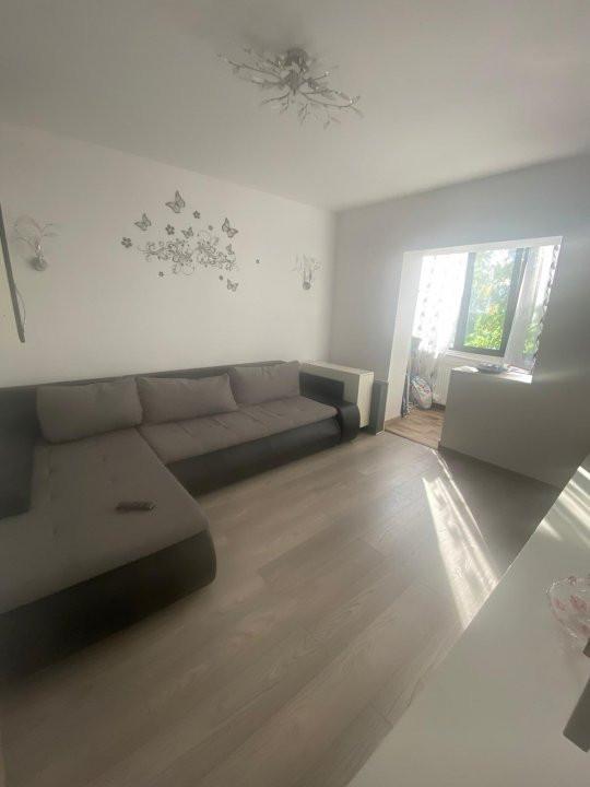 Apartament cu 3 camere, semidecomandat, de vanzare, zona Lipovei. 3