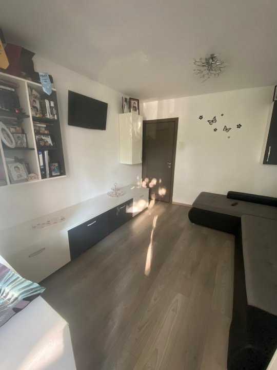 Apartament cu 3 camere, semidecomandat, de vanzare, zona Lipovei. 4