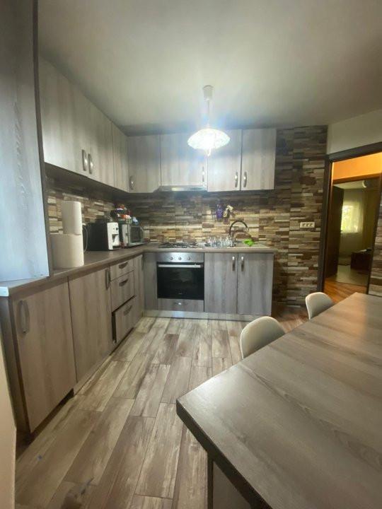 Apartament cu 3 camere, semidecomandat, de vanzare, zona Lipovei. 6