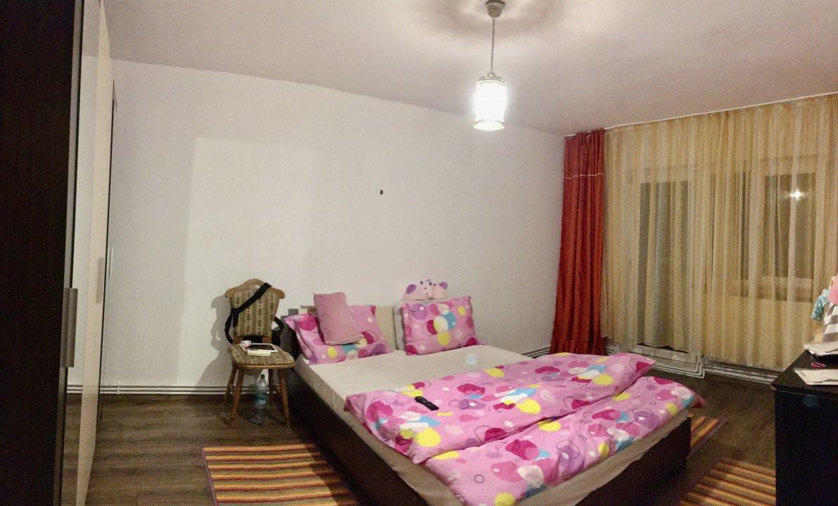 Apartament cu 3 camere, semidecomandat, de vanzare, zona Lipovei. 1