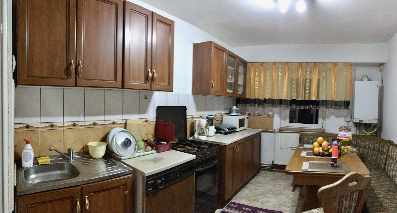 Apartament cu 3 camere, semidecomandat, de vanzare, zona Lipovei. 7