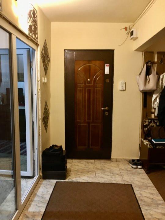 Apartament cu 3 camere, semidecomandat, de vanzare, zona Lipovei. 9