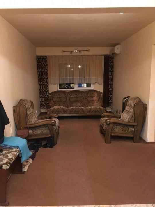 Apartament cu 3 camere, semidecomandat, de vanzare, zona Lipovei. 13