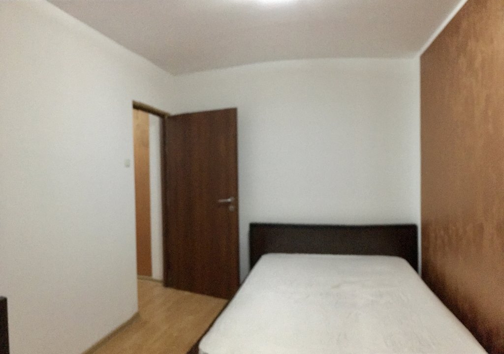 Apartament cu 3 camere, semidecomandat, de vanzare, zona Cetatii. 4