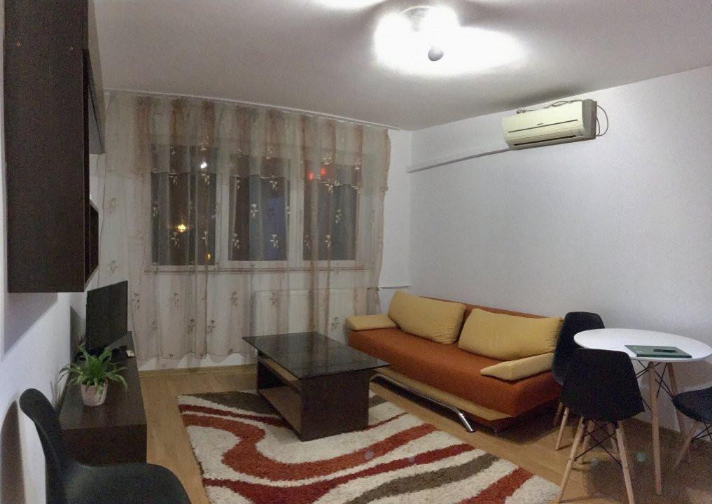 Apartament cu 3 camere, semidecomandat, de vanzare, zona Lipovei. 2