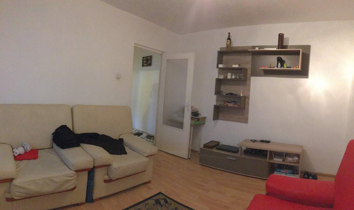 Apartament cu 3 camera, semidecomandat, de vanzare, zona Torontalului. 1