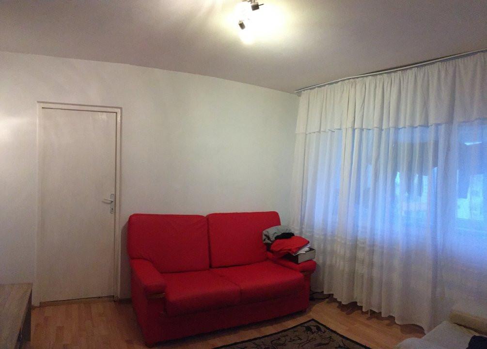 Apartament cu 3 camera, semidecomandat, de vanzare, zona Torontalului. 2