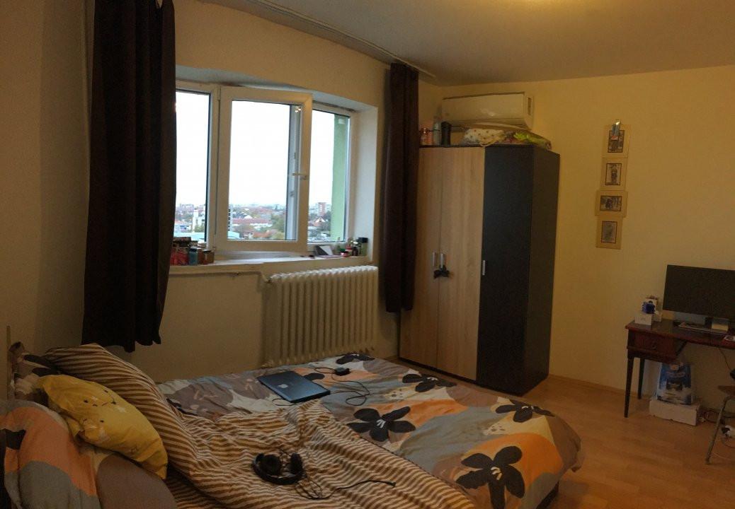 Apartament cu 3 camera, semidecomandat, de vanzare, zona Torontalului. 3