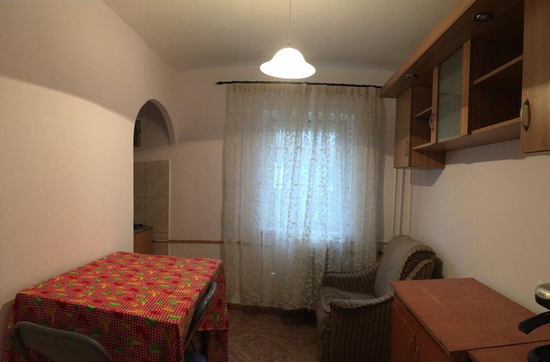 Apartament cu 3 camere, semidecomandat, de vanzare, zona Aradului. 7