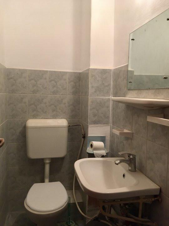 Apartament cu 3 camere, semidecomandat, de vanzare, zona Aradului. 9