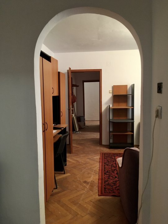 Apartament cu 3 camere, semidecomandat, de vanzare, zona Aradului. 11