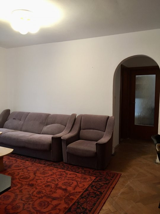 Apartament cu 3 camere, semidecomandat, de vanzare, zona Aradului. 12
