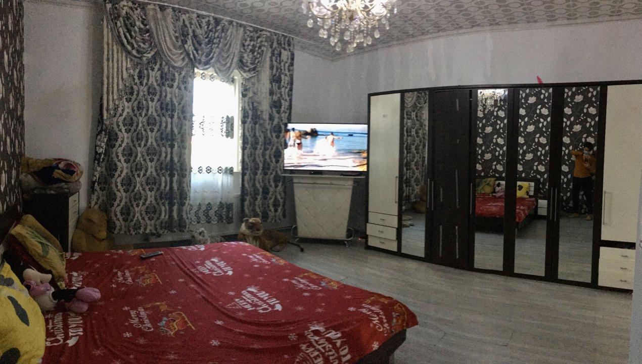 Casa cu 3 camere, de vanzare, in zona Modern. 1