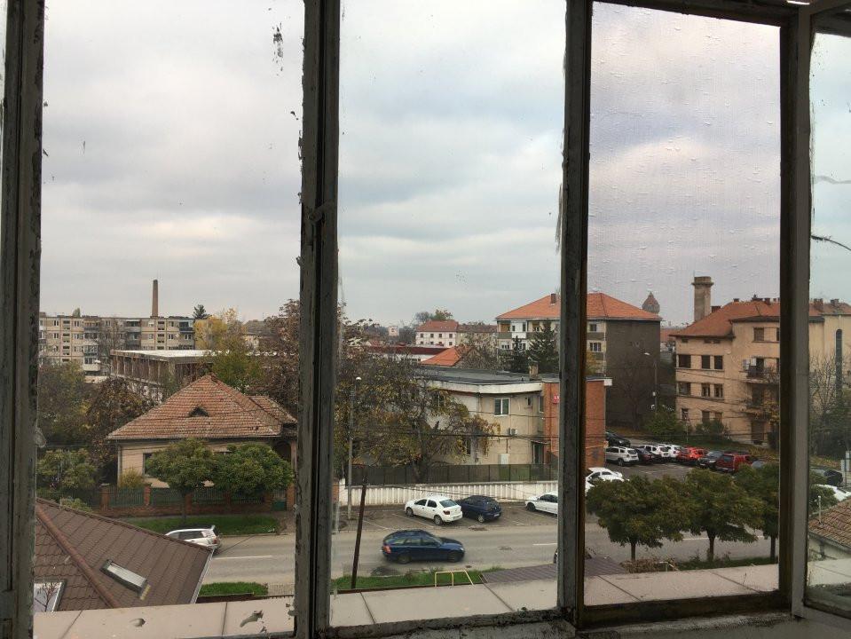 Apartament cu 2 camere, semidecomandat, de vanzare, zona Take Ionescu. 8