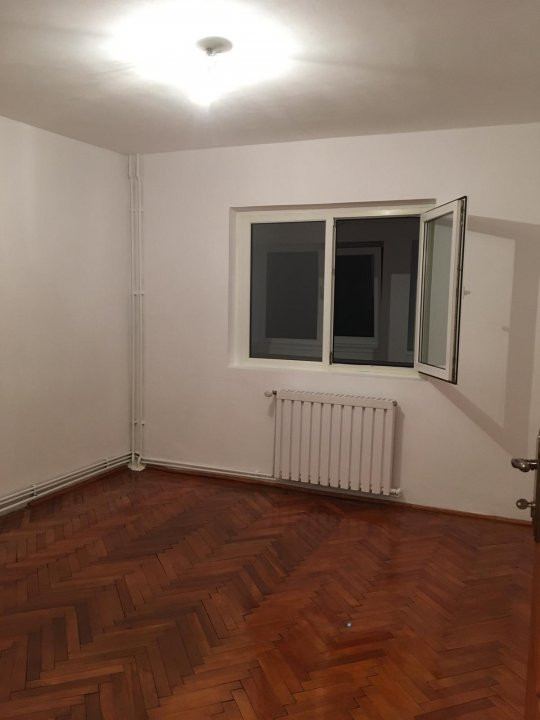 Apartament cu 2 camere, decomandat, de vanzare, zona Aradului. 3
