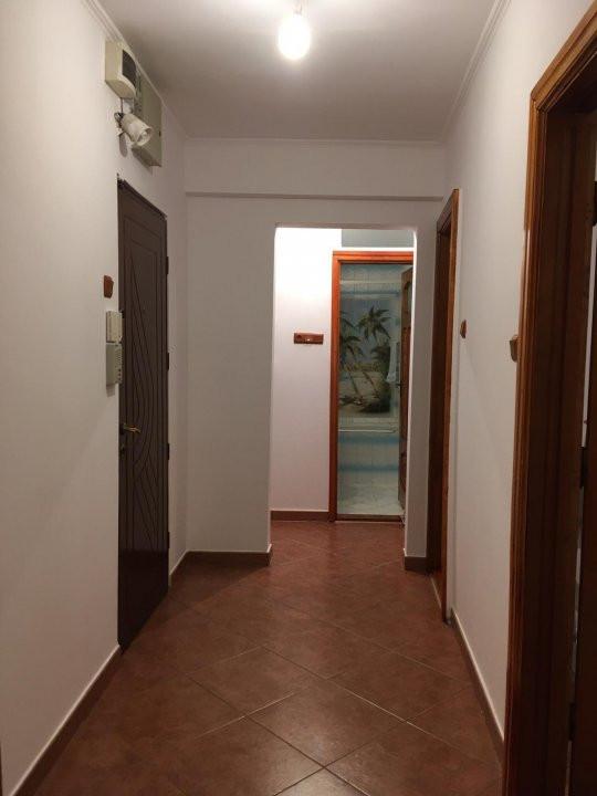 Apartament cu 2 camere, decomandat, de vanzare, zona Aradului. 10