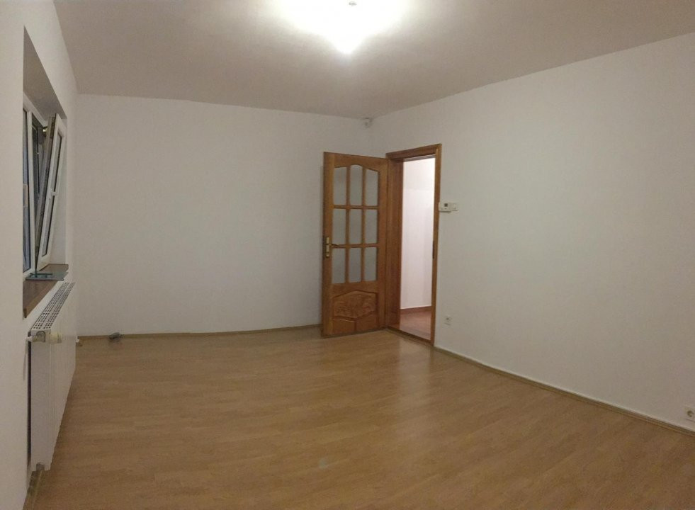 Apartament cu 2 camere, decomandat, de vanzare, zona Aradului. 12