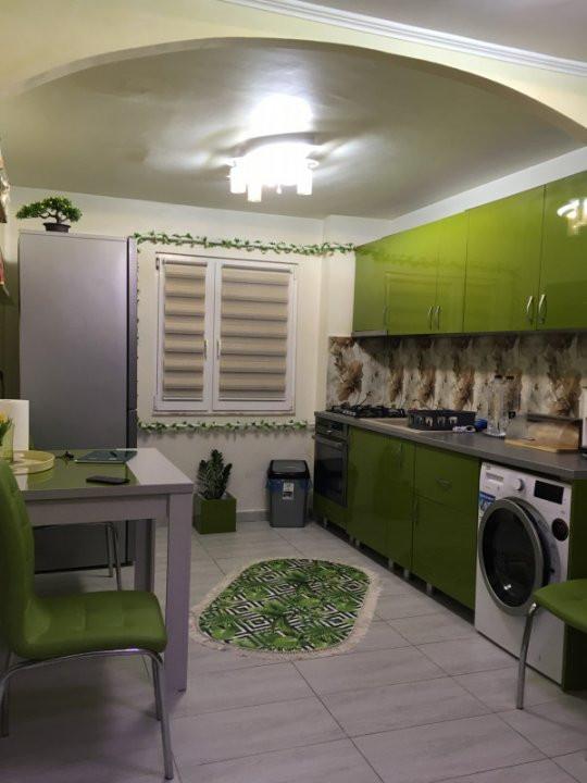 Apartament cu 3 camere, decomandat, de vanzare, Gheorghe Lazar. 8