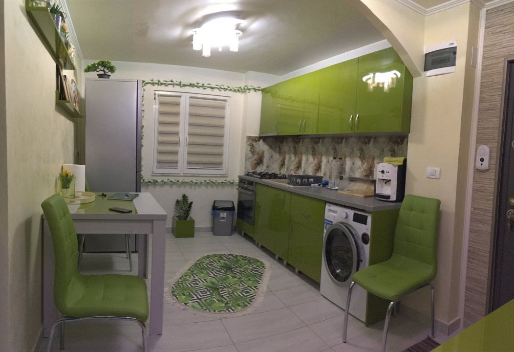 Apartament cu 3 camere, decomandat, de vanzare, Gheorghe Lazar. 11