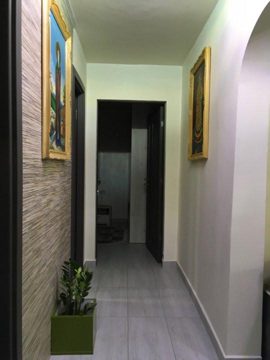 Apartament cu 3 camere, decomandat, de vanzare, Gheorghe Lazar. 12