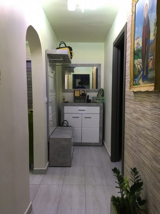 Apartament cu 3 camere, decomandat, de vanzare, Gheorghe Lazar. 13