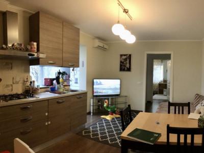 Apartament cu 2 camera, semidecomandat, de vanzare, zona Gheorghe Lazar.
