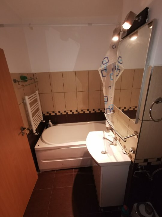 Apartament de inchiriat, cu doua camere in zona Spitalul Judetean. 7