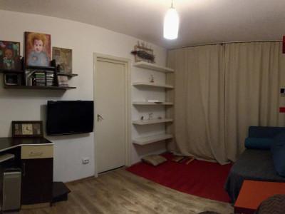 Apartament cu 2 camere, semidecomandat, de inchiriat, zona Dacia.