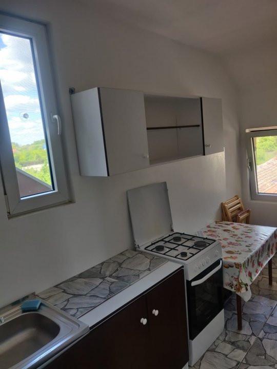 Apartament cu 2 camere, decomandat, de inchiriat, Calea Lipovei 13