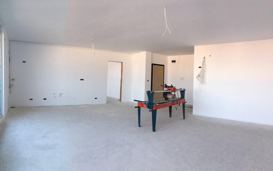 Apartament cu 3 camera, decomandat, de vanzare, zona Torontalului. 2