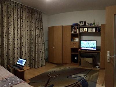 Apartament cu 1 camera, decomandat, de vanzare, zona Lipovei.