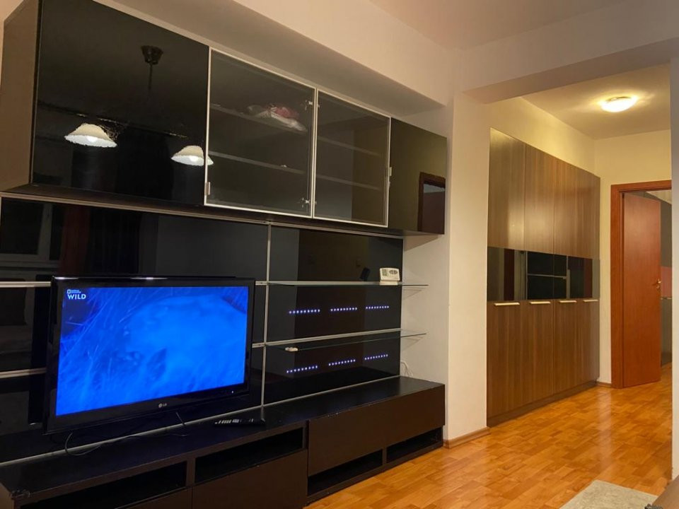 Apartament cu 2 camera, semidecomandat, de inchiriat, zona Lipovei. 2