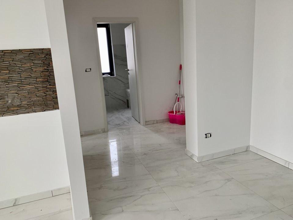 Apartament cu doua camere   Loc de parcare inclus   La intrare in Giroc 1
