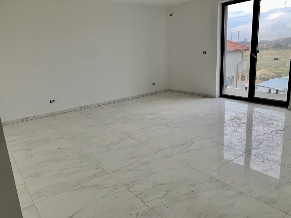 Apartament cu doua camere   Loc de parcare inclus   La intrare in Giroc 2