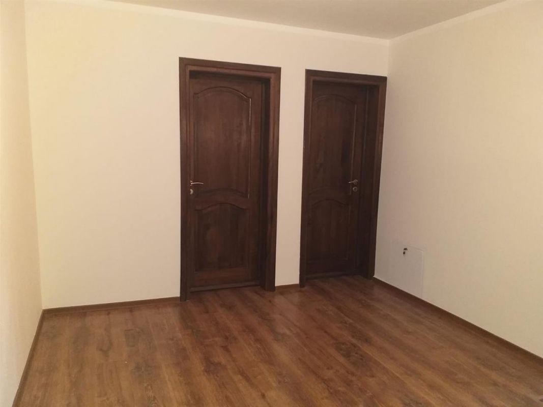 Casa 4 camere de vanzare in MOSNITA VECHE - ID V92 8