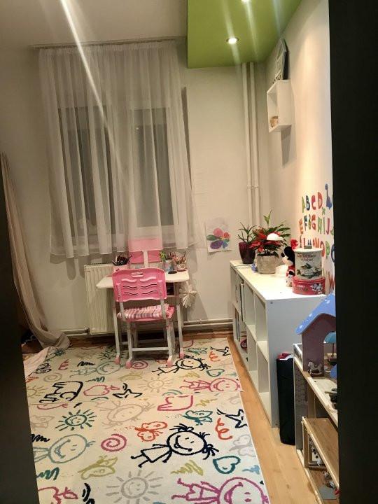Apartament cu 3 camere, de vanzare, zona Dacia 6