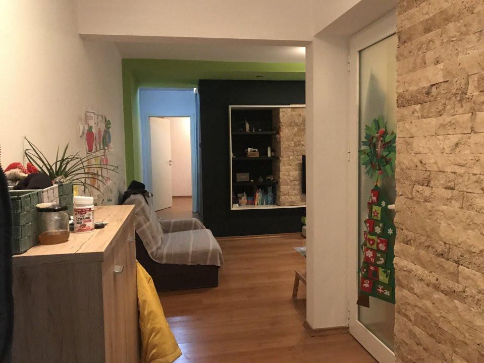 Apartament cu 3 camere, de vanzare, zona Dacia 15