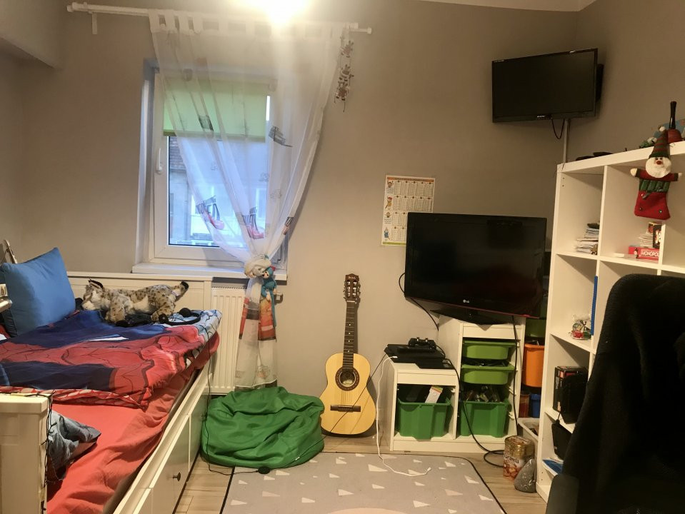 Apartament spatios cu 2 dormitoare si living, de vanzare, zona Aradului 12