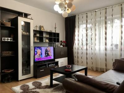 Apartament cu 3 camere, de vanzare, zona Cetatii