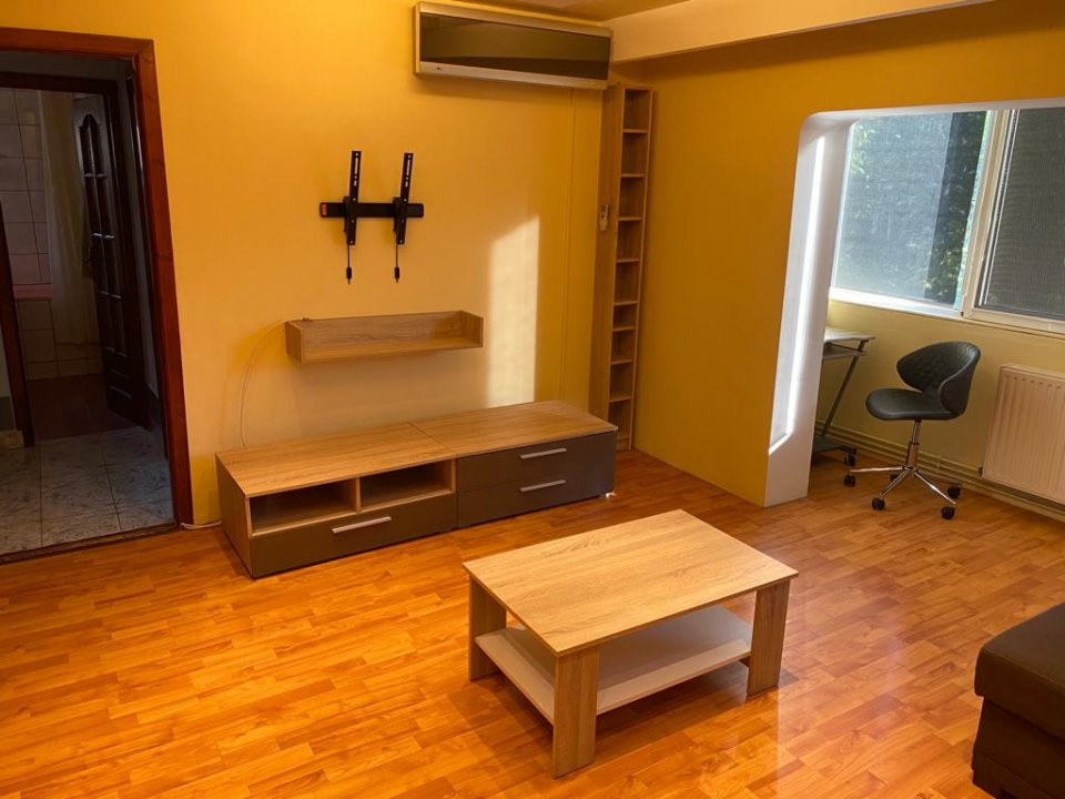 Apartament cu 2 camere, semidecomandat, de vanzare, zona Aradului. 2