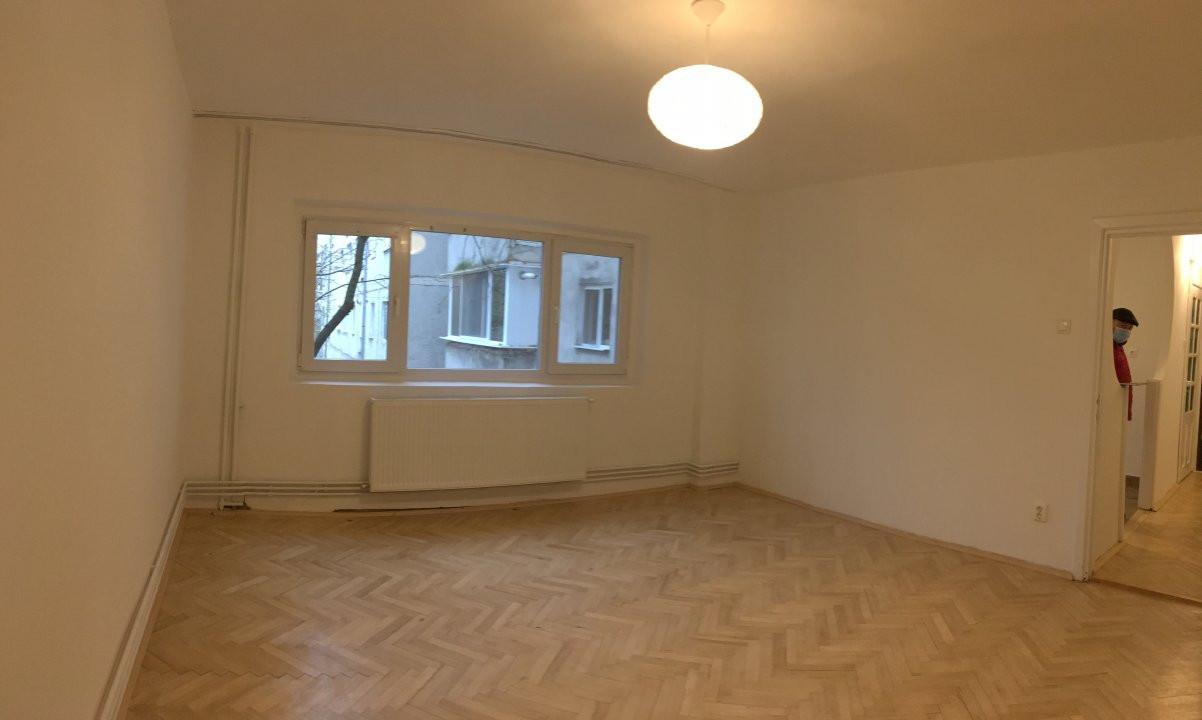 Apartament cu 2 camera, semidecomandat, de vanzare, zona Bucovina. 3