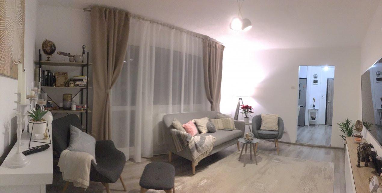 Apartament cu 3 camere, semidecomandat, de vanzare, zona Circumvalatiunii. 1