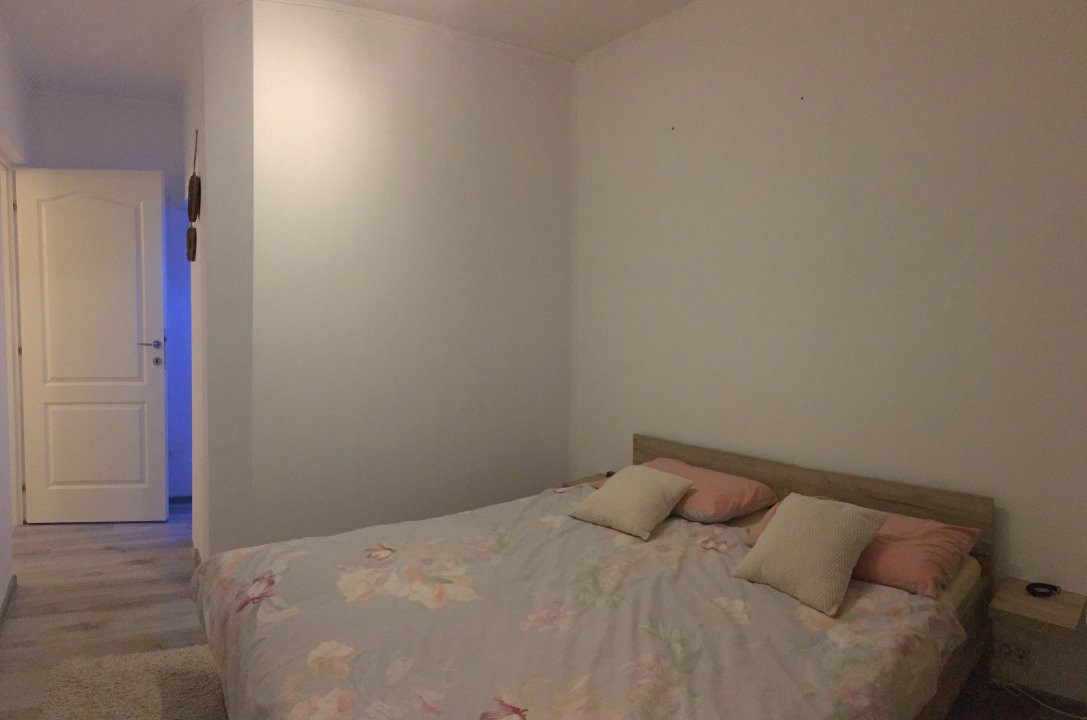 Apartament cu 3 camere, semidecomandat, de vanzare, zona Circumvalatiunii. 10