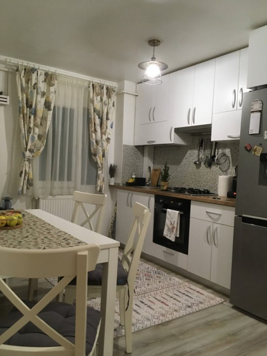 Apartament cu 3 camere, semidecomandat, de vanzare, zona Circumvalatiunii. 13