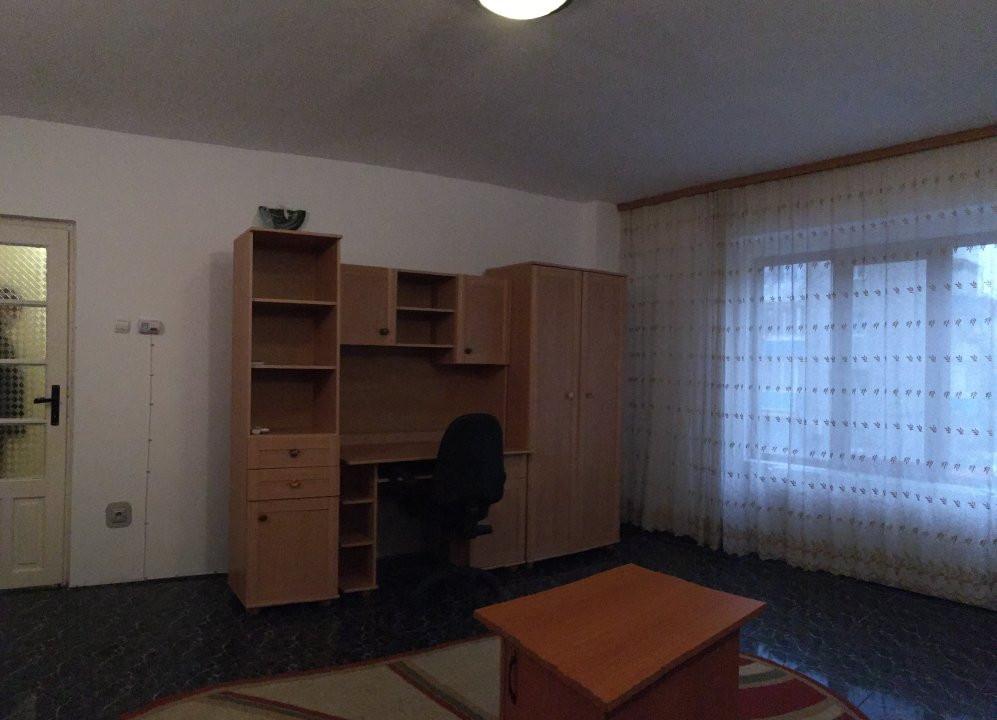 Apartament cu 2 camera, decomandat, de vanzare, zona Lipovei. 3