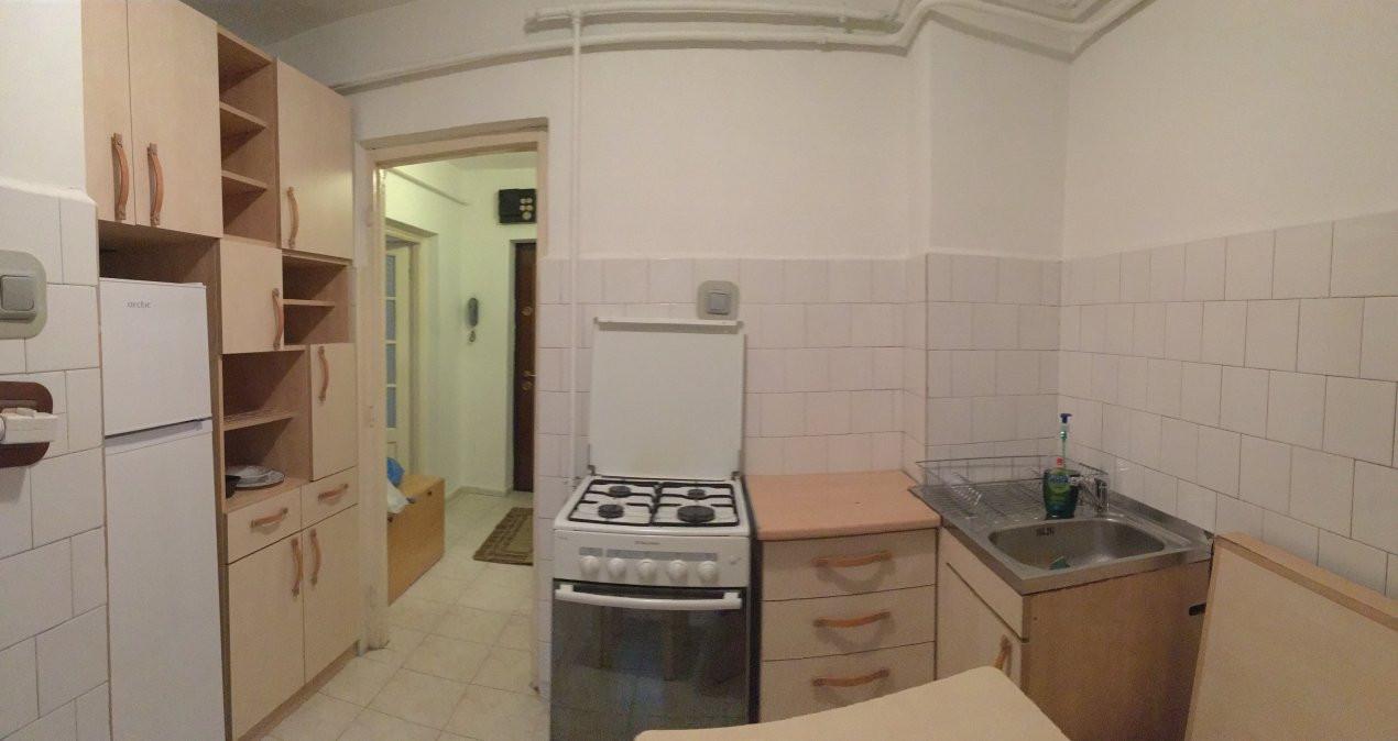 Apartament cu 2 camera, decomandat, de vanzare, zona Lipovei. 5
