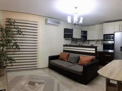 Apartament cu 3 camera, decomandat, de inchiriat, zona Lipovei.