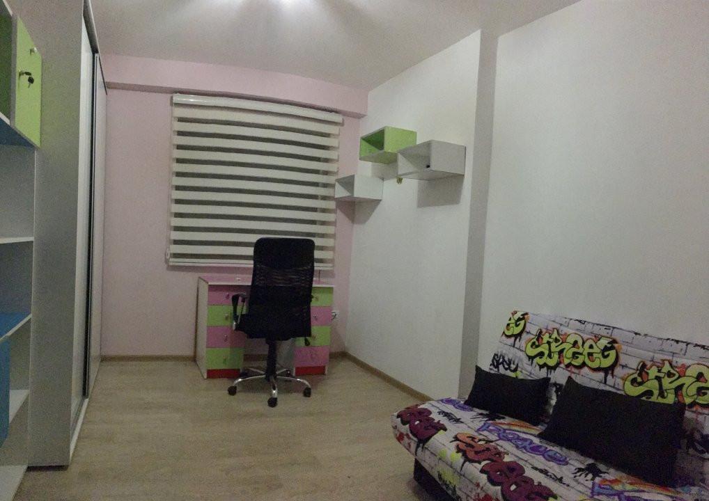 Apartament cu 3 camera, decomandat, de inchiriat, zona Lipovei. 5