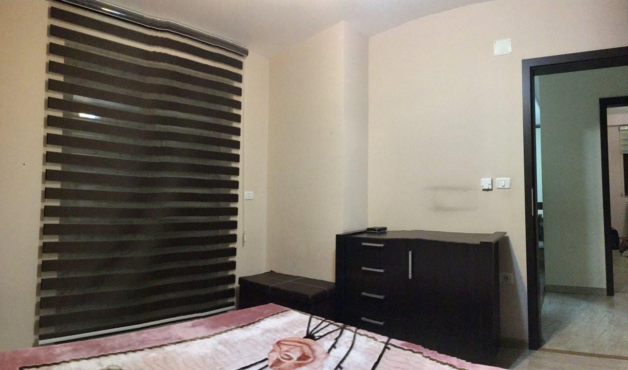Apartament cu 3 camera, decomandat, de inchiriat, zona Lipovei. 10